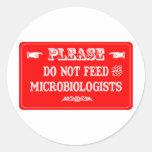 No alimente a los microbiólogos pegatinas