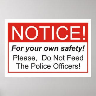 ¡No alimente a los oficiales de policía! Póster