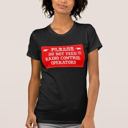 No alimente a los operadores de control de radio camiseta
