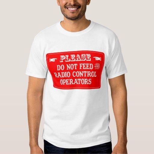 No alimente a los operadores de control de radio polera