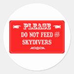 No alimente a los Skydivers Pegatina Redonda