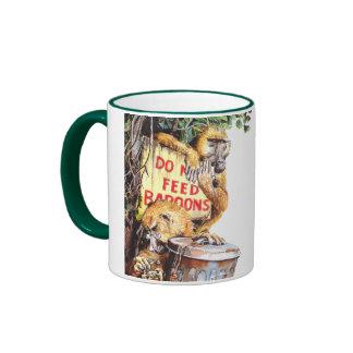 No alimente el babuino taza de café