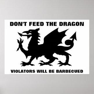 No alimente la impresión del dragón posters