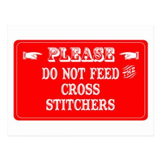 No alimente las grapadoras cruzadas postales