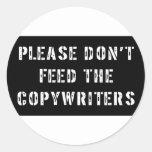 No alimente por favor a los Copywriters Pegatina Redonda
