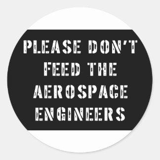No alimente por favor a los ingenieros aeroespacia etiquetas redondas