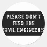 No alimente por favor a los ingenieros civiles etiquetas redondas