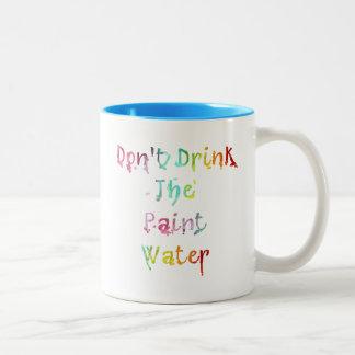 No beba el agua de la pintura taza de café de dos colores