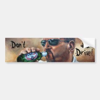 No beba y no conduzca a la pegatina para el parach etiqueta de parachoque
