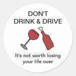 No beba y no conduzca al pegatina del vino