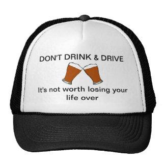 No beba y no conduzca el casquillo de la bola de l gorro de camionero