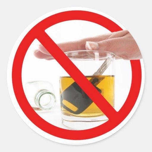 No beba y no conduzca pegatina redonda