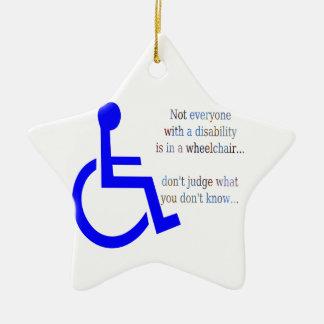 No cada uno con una incapacidad está en una silla adorno navideño de cerámica en forma de estrella