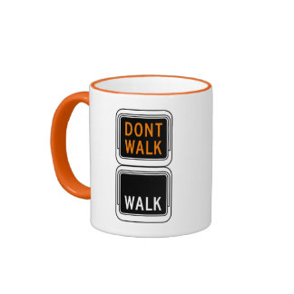 No camina - la imagen del paseo, señal de tráfico, taza a dos colores