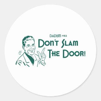 ¡No cierre de golpe la puerta! (Dadism #152) Pegatina Redonda