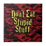 ¡No coma la materia estúpida! en negro, rojo y ama Teja Ceramica