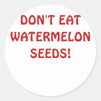 No coma las semillas de la sandía pegatina redonda
