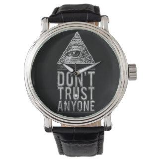 No confíe en cualquier persona reloj