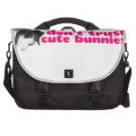 No confíe en los conejitos lindos - conejos travie bolsas para portatil