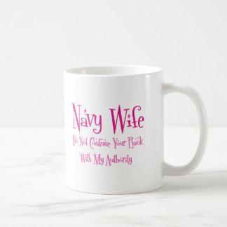 No confunda, esposa de la marina de guerra taza