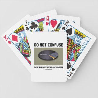 No confunda la energía oscura con la materia barajas de cartas