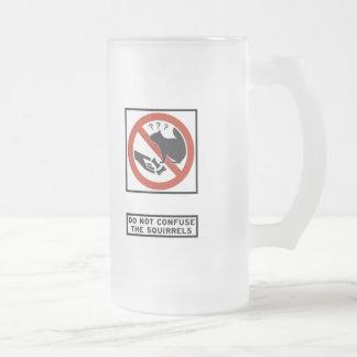 No confunda la muestra de la carretera de las ardi tazas de café