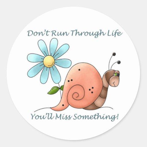 No corra con vida pegatina redonda