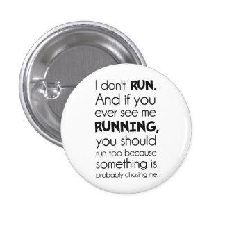 No corro.  Algo me está persiguiendo probablemente Pin Redondo De 1 Pulgada