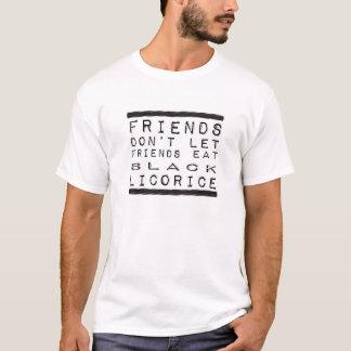 No deje a los amigos comer la camiseta negra del