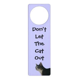 No deje el gato hacia fuera colgantes para puertas
