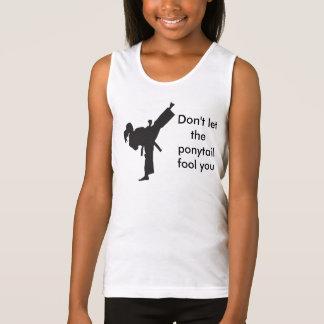 No deje la cola de caballo engañarle - los chicas playera de tirantes