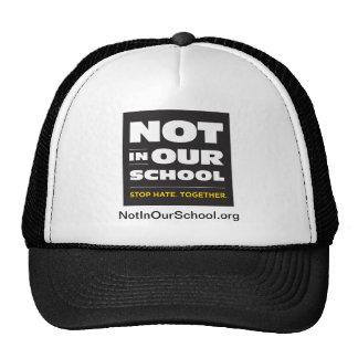 No en nuestro gorra de la escuela