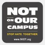 No en nuestro pegatina del campus