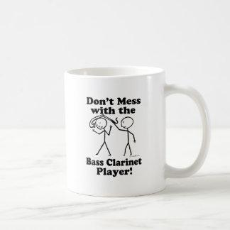 No ensucie con el jugador del clarinete bajo tazas