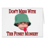 No ensucie con el mono enrrollado felicitación