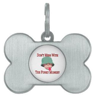 No ensucie con el mono enrrollado placas de mascota