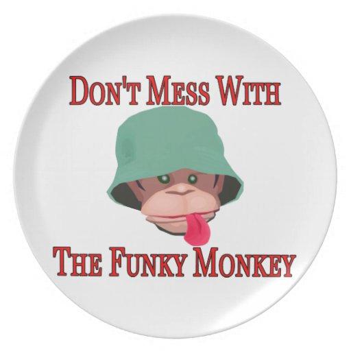 No ensucie con el mono enrrollado plato de cena