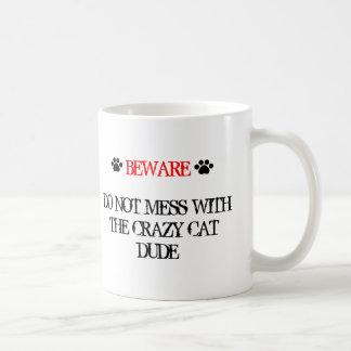No ensucie con el tipo loco del gato taza