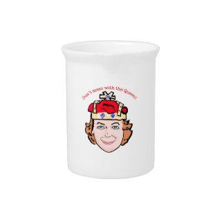 No ensucie con la jarra de la reina