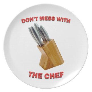 No ensucie con la placa del cocinero platos de comidas