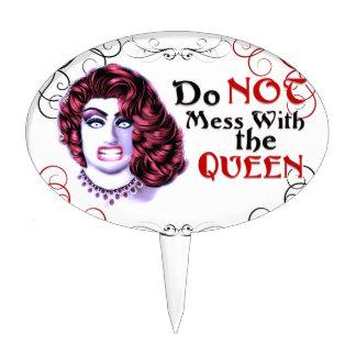 No ensucie con la reina figura de tarta