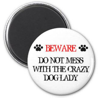No ensucie con la señora loca del perro imán redondo 5 cm