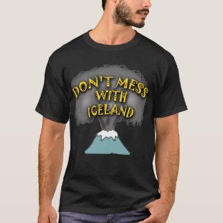 No ensucie con las camisetas y la materia de