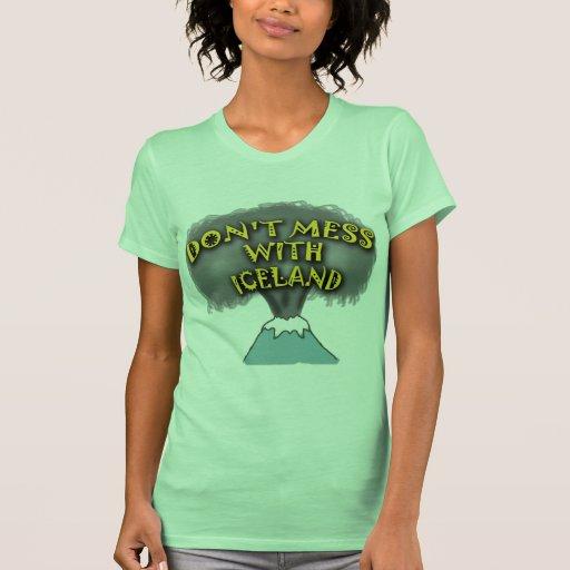 No ensucie con las camisetas y la materia de poleras