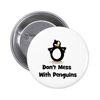 No ensucie con los pingüinos pin redondo de 2 pulgadas