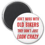No ensucie con los viejos motoristas que apenas no iman