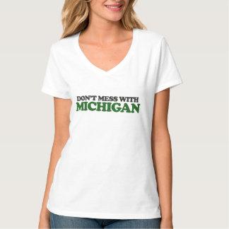 No ensucie con Michigan Poleras
