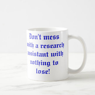 No ensucie con un asistente de investigación… taza