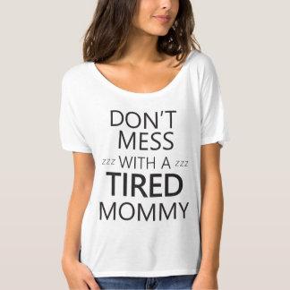 No ensucie con una mamá cansada remeras