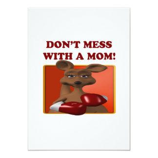 """No ensucie con una mamá invitación 5"""" x 7"""""""
